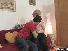 Alice Marshall nhìn lên videos sex vietsub từ ghi chú của mình và nhặt tinh ranh của bạn trai