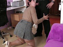 Ana Rose nhào những nếp gấp của âm đạo sex vietsub khong che lên bàn massage